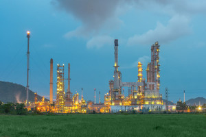 This image has an empty alt attribute; its file name is petroleum-engineering-300x200.jpg